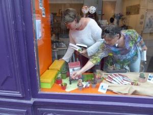 Au Bôcal vitrine Sophie et Karine Carville